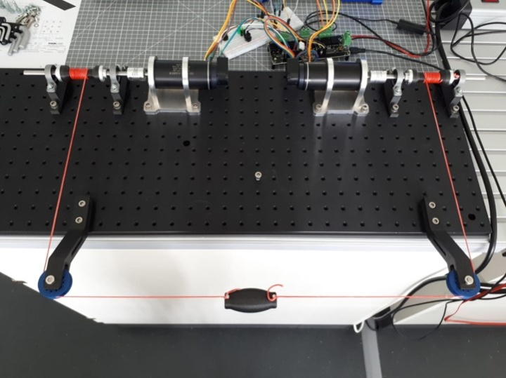 Linear haptic cable robot for the evaluation of control algorithms