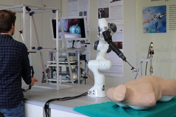 Telemanipulation system for minimally invasive surgery