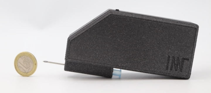 Hand-held device for impedance measurements.